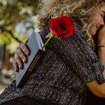 Женщина, роза и Библия
