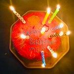 Красный тортик со свечками