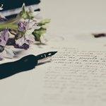 Письмо, ручка и цветы