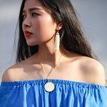 Кулон и синее платье