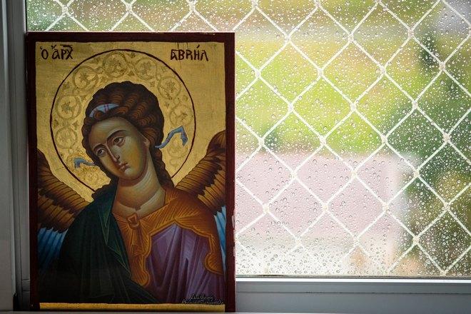 Икона возле окна