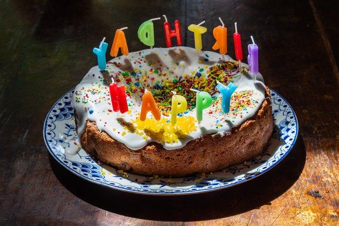 Именинный торт со свечками
