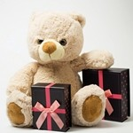 Плюшевый мишка и подарки