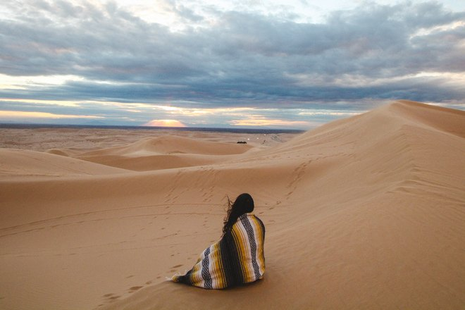 Кто-то в пустыне