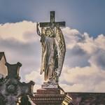 Кладбищенская скульптура