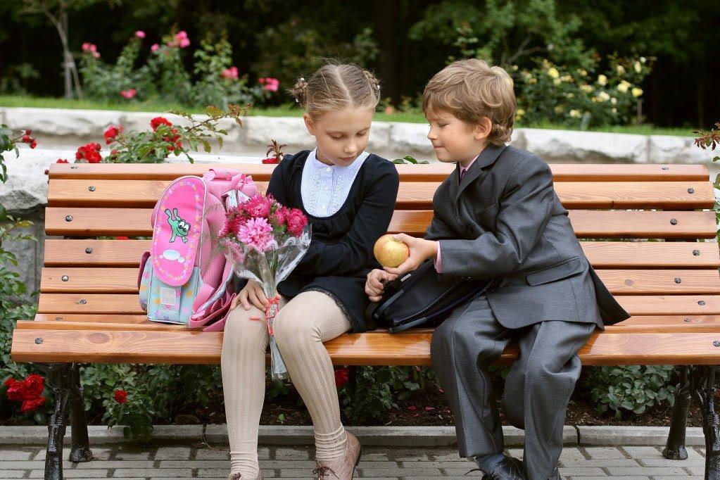Школьник и школьница
