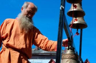 Дедушка звонит в колокола