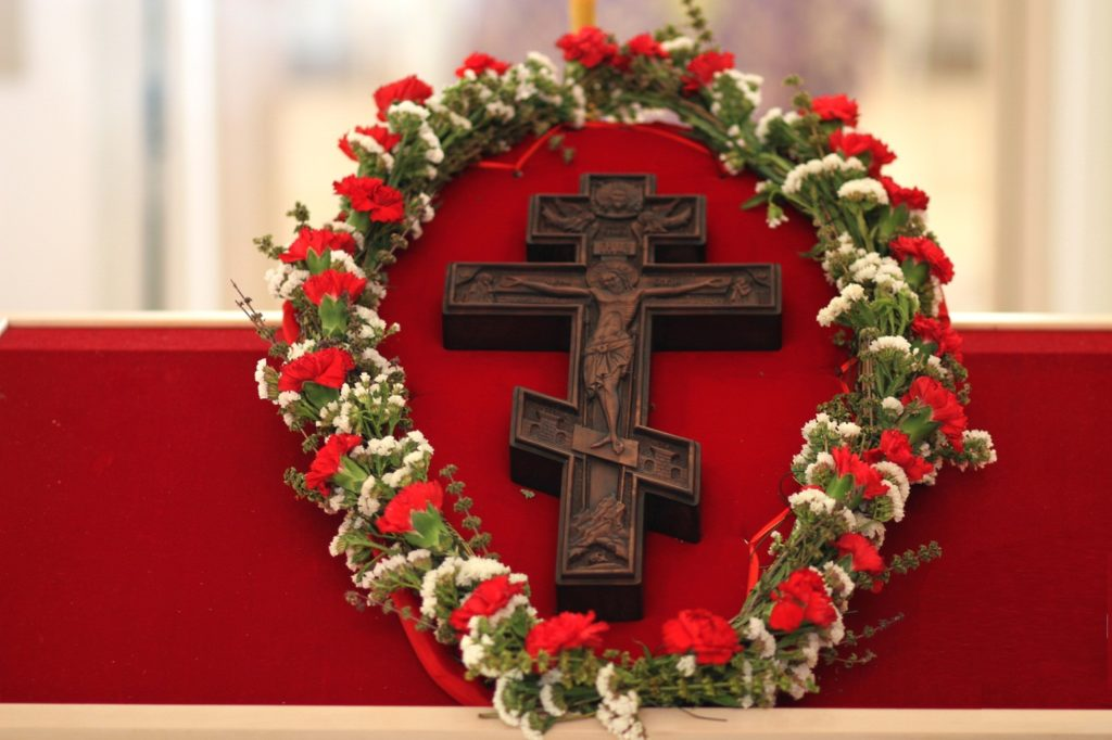 Крест и венок