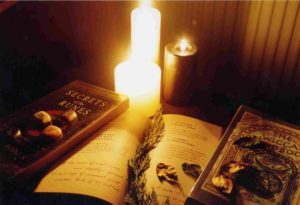 Книги с заговорами и свечка