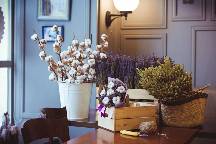 декор рабочего стола цветами