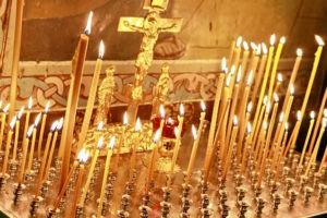 свечи горят