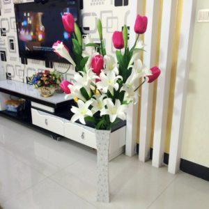 цветы стоят к кашпо