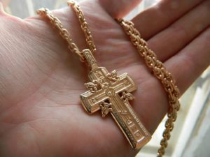 крестик на ладони