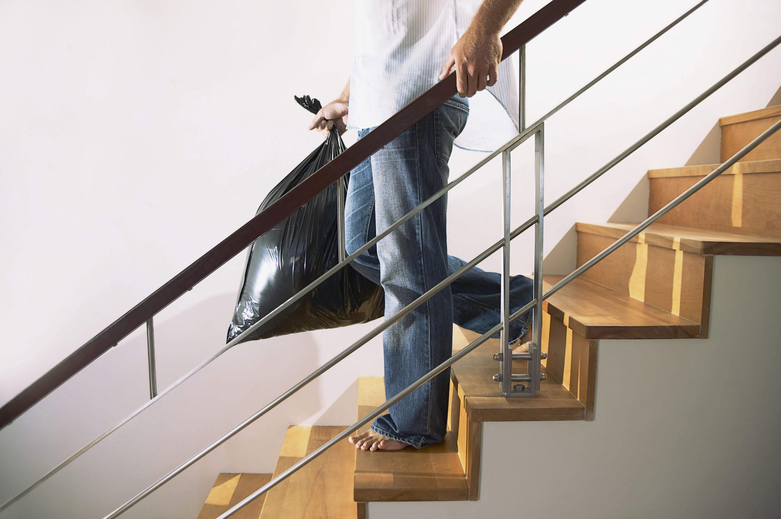 мужчина на лестнице