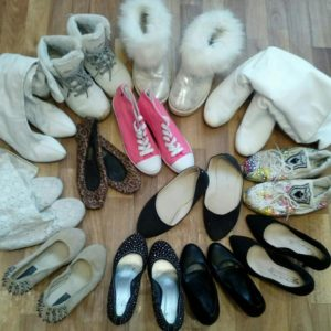 обувь на полу