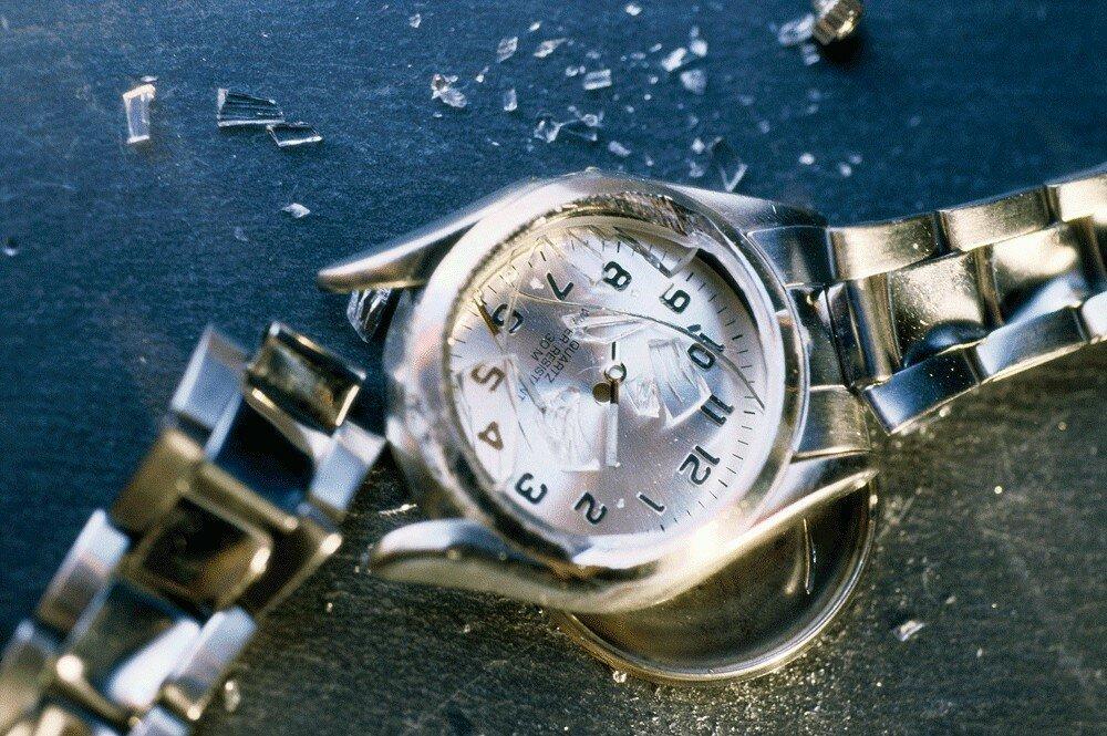 часы упали