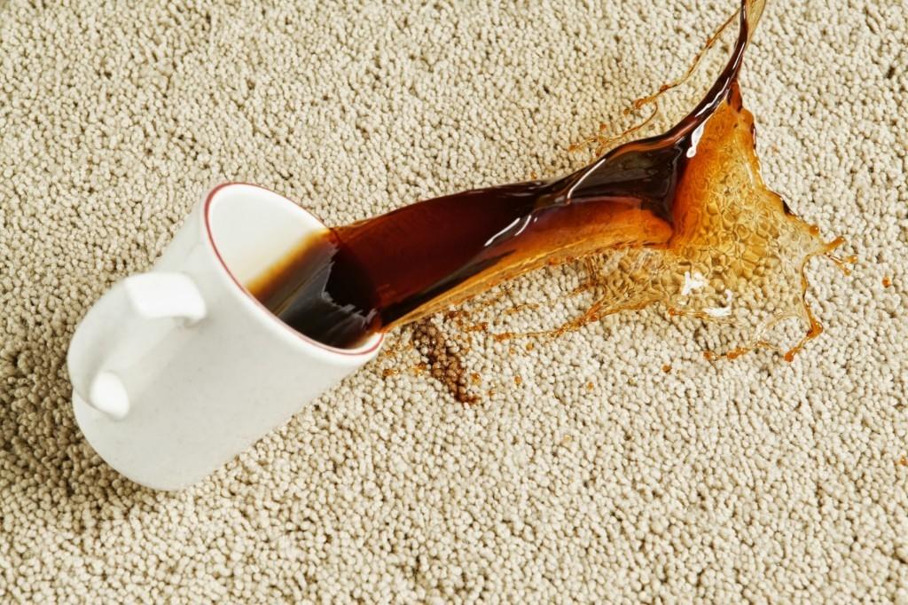 кофе пролилось на ковер
