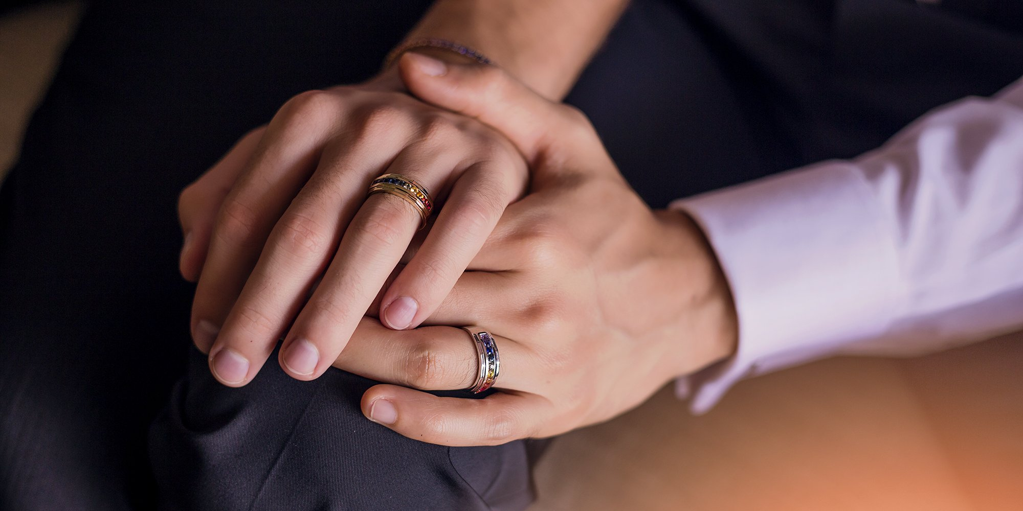 красивая пара с кольцами