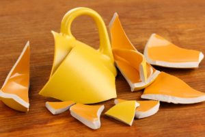 разбилась желтая чашка