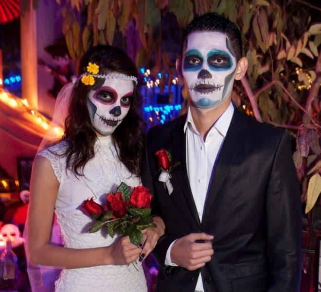 молодая пара на хэллоуин