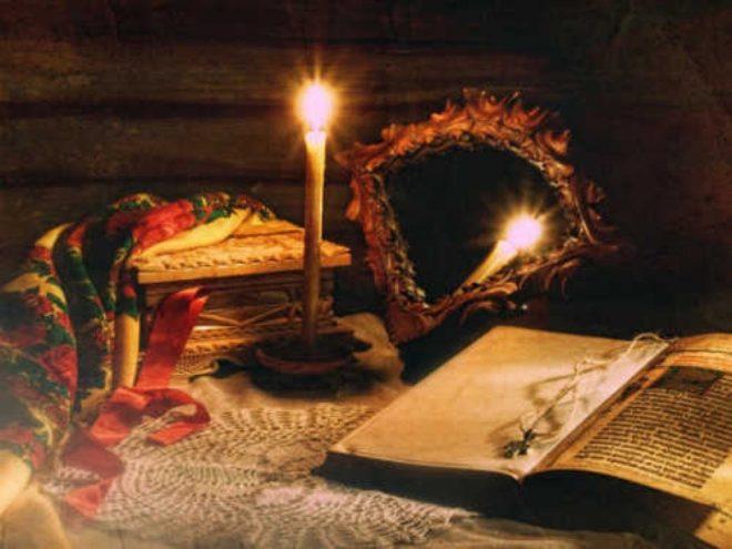 платок рядом со свечей