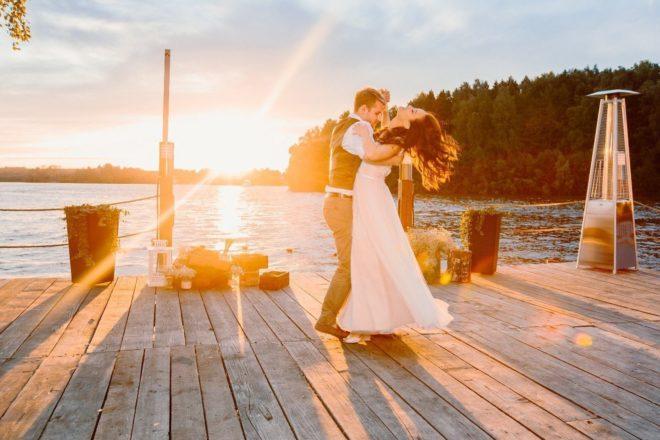 свадьба на закате солнца